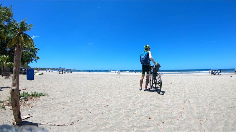 costa-rica-maik-becker-strand-fahrrad