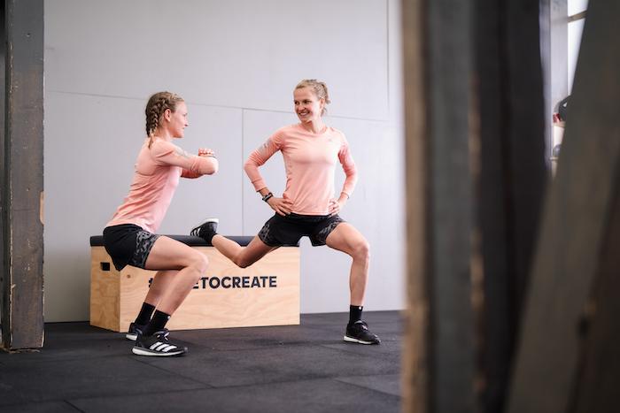 Anna und Lisa Hahner beim Workout