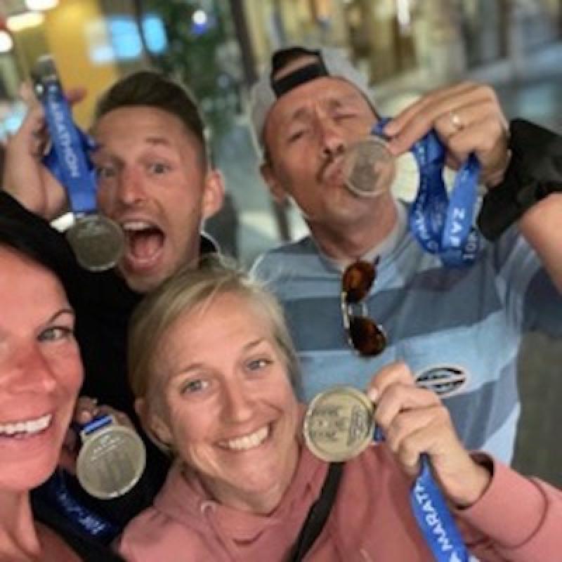 Wer einmal dabei war, kommt meist wieder. Was so besonders an der Lieblingsinsel der Deutschen und dem Rennen ist und was in diesem Jahr anders war – darüber haben wir mit den beiden Siegern des diesjährigen Palma Marathons gesprochen: Dr. Monika Frese, die erst einmal zuvor in ihrem Leben einen Marathon gelaufen ist und Kasper Laumann Hartlev aus Dänemark, der schon 2018 dabei war und scheinbar nicht genug von der Insel bekommen kann.