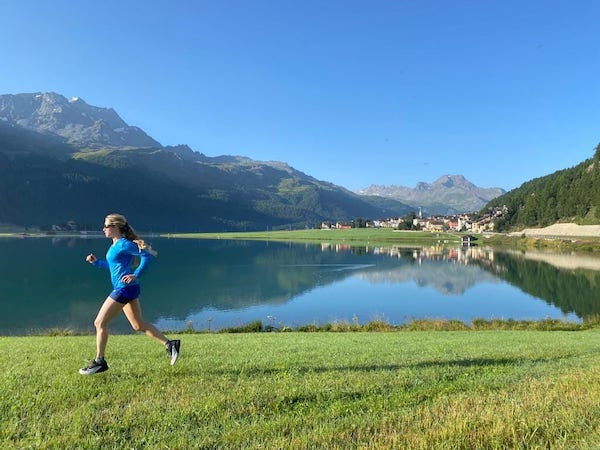 Silvaplaner See mit Tabitha als Läuferin
